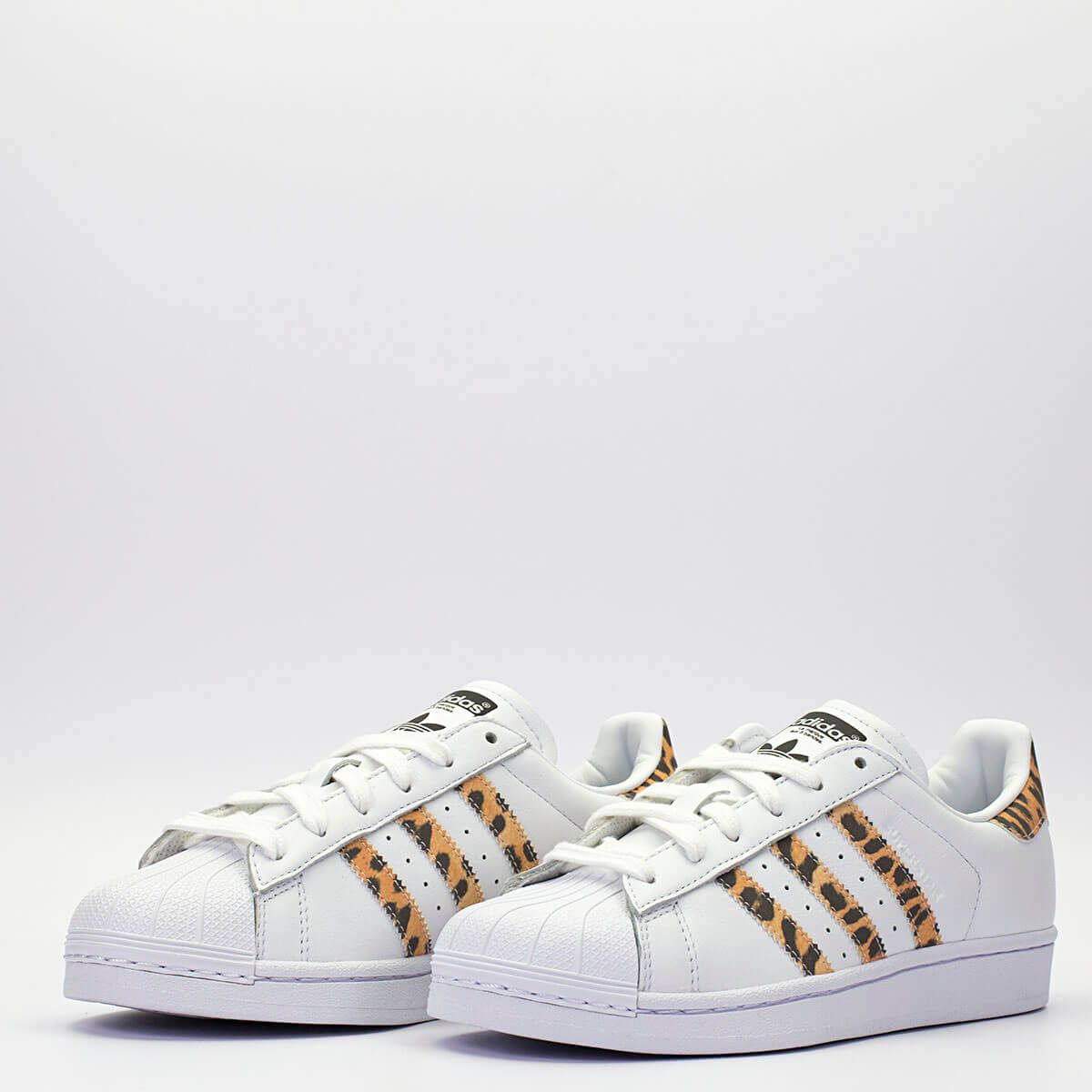 d9f835046ef Adidas Superstar W λευκό με λεοπάρ λεπτομέρειες. #sneakerstown  #sneakerheads #adidasoriginals #adidas #adidassuperstar #superstar #fashion  #sneakers #women ...