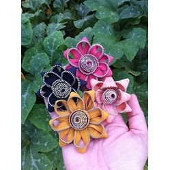 Zipper Flowers From That @GirlFarms  #Spring #Flower #Crafts For #Moms #DIY