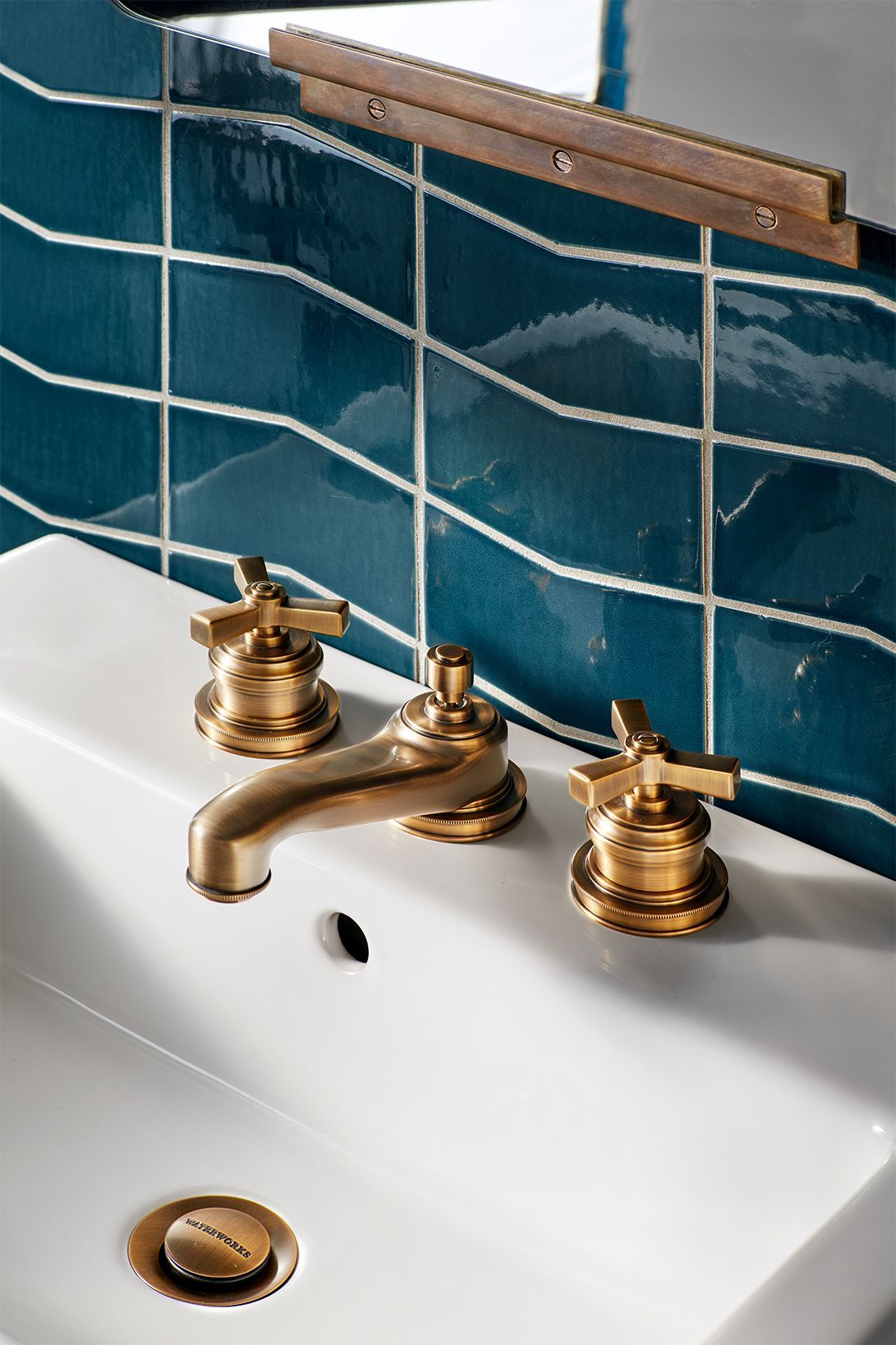 Discover Aero Low Profile Three Hole Deck Mounted Lavatory Faucet