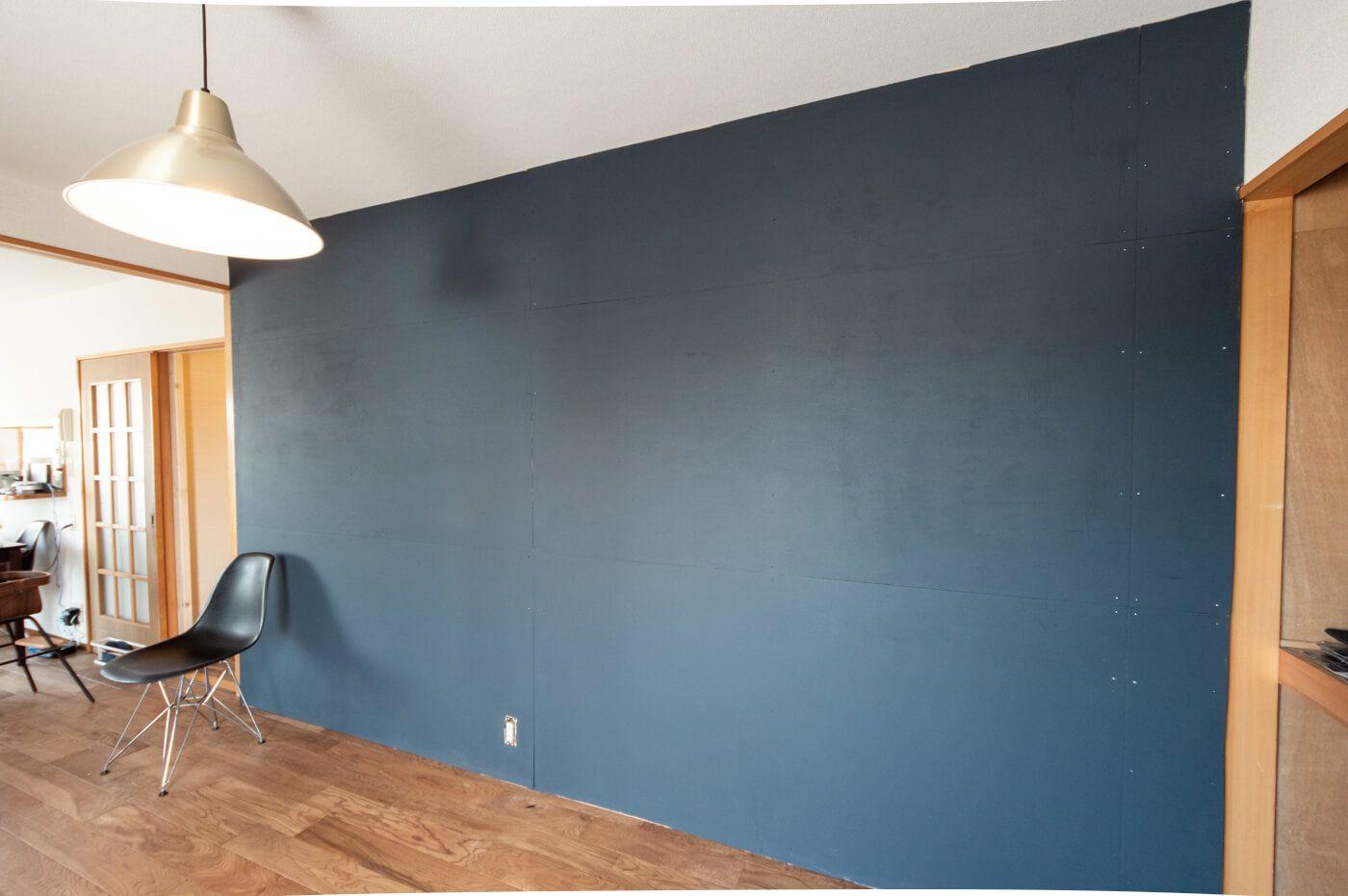 賃貸diy ラブリコ使って壁一面にベニヤ板を貼った後ペンキを塗って