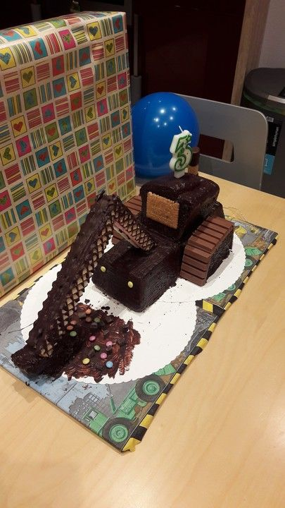 Bagger Planierraupe - Kuchen für den Kindergeburtstag von Heidibeere | Chefkoch