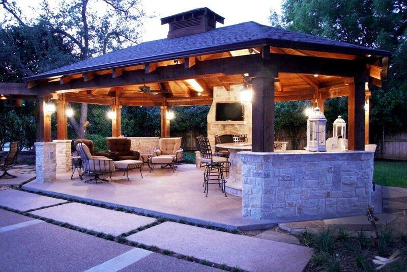 This Outdoor Entertainment Area Is Perfect Outdoors But Yet A Separate Room For Cooking E Outdoor Entertaining Area Entertaining Area Outdoor Entertaining