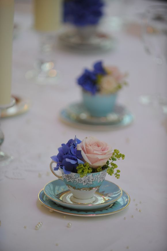 can i put fresh flowers on a wedding cake vintage tea cups and fresh flowers i can put fresh cut 12360