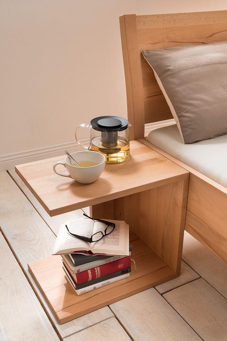 Wecker, Buch, Zeitschrift - Dinge, die man vor dem zu-Bett-gehen ...