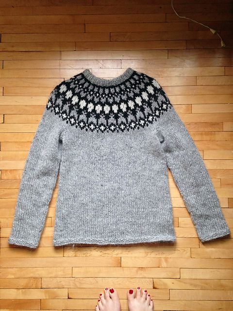 Ravelry: Project Gallery for Hela Short Cardigan with Zip pattern by ...