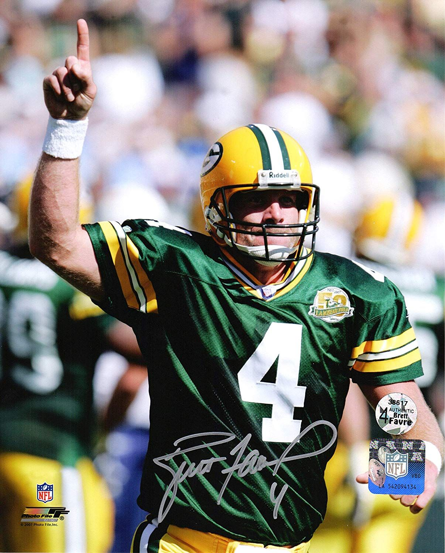 Brett Favre Signed Green Bay Packers Pointing 8x10 Photo At Amazon S Green Bay Packers Green Bay Packers Football Green Bay