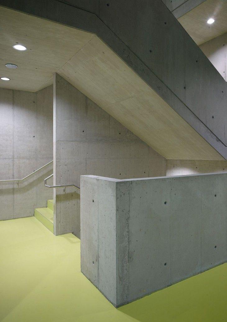 Treppenhaus Farbiger Bodenbelag Arquitectura Pinterest