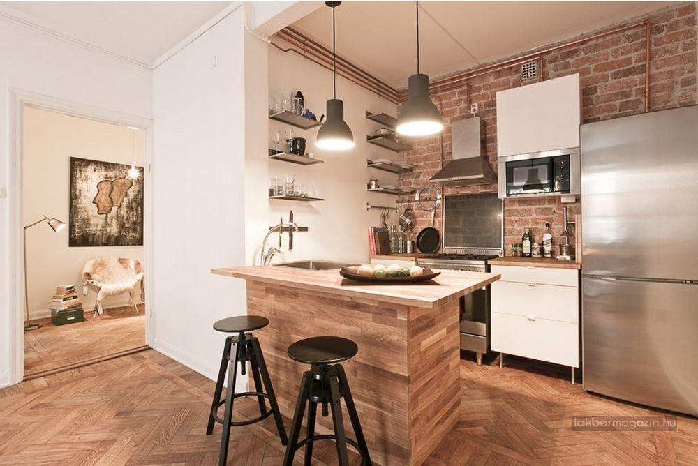 Egyszerű, szép konyha kis 48nm-es lakásban, téglafallal és fa ...