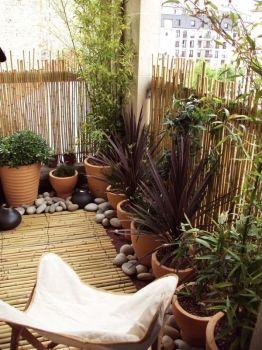 comment am nager un petit balcon petits balcons balcons et journal. Black Bedroom Furniture Sets. Home Design Ideas