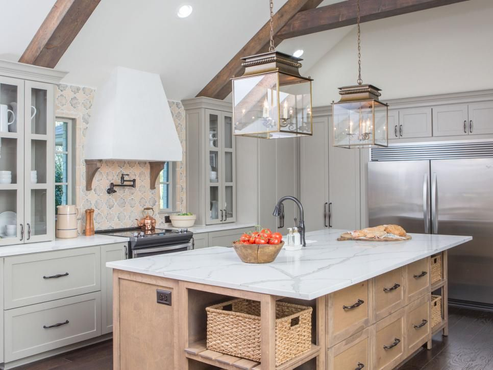 Fixer upper a rustic italian dream home joanna gaines for Joanna gaines style kitchen