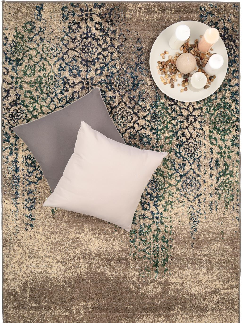 der vintage look und die ormamentalen muster des teppichs. Black Bedroom Furniture Sets. Home Design Ideas