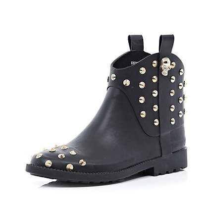 Black skull studded low welly boots €60.00