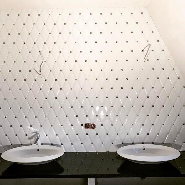 W Koncu Zaczyna Wygladac Jak Lazienka Umywalka Plytka Dunin Carat White Bathroom Shallow Sink Washbasin Love Pretty Bathrooms Bathrooms Remodel Bathroom