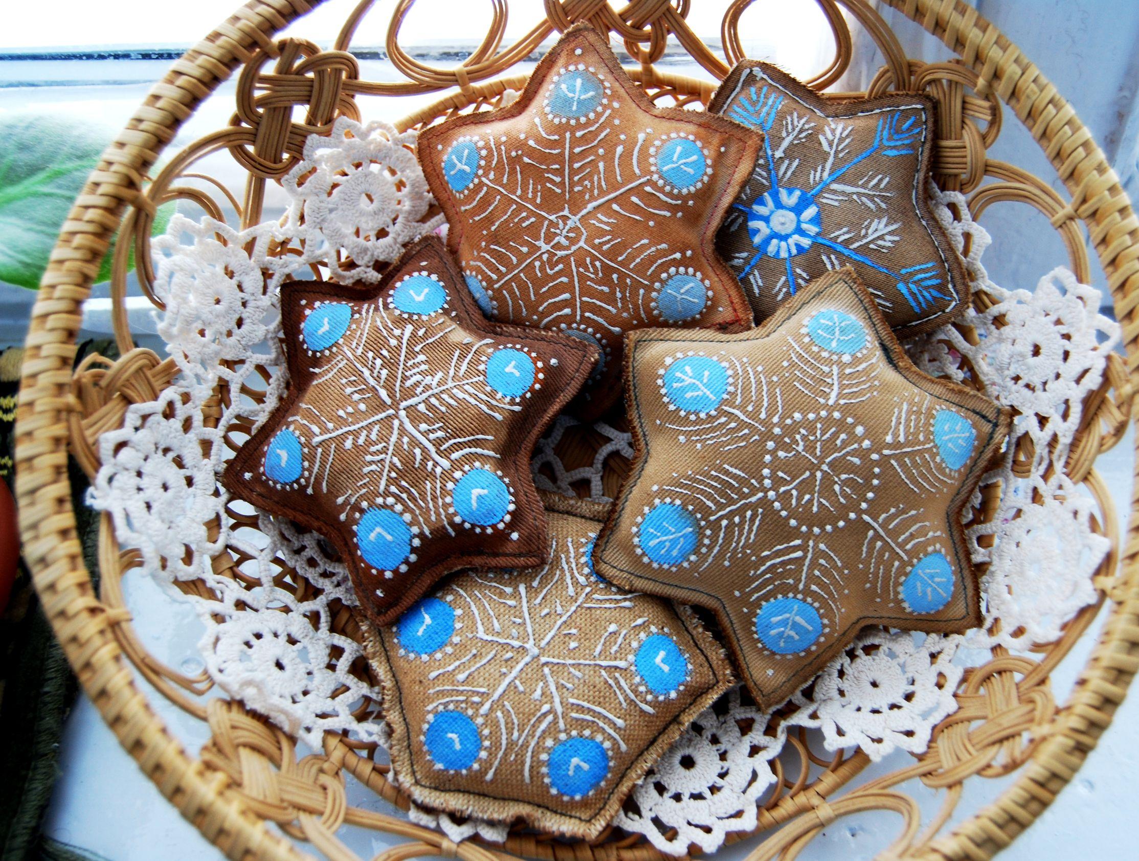 Текстильные снежинки с ручной росписью. Подвески, с петелькой. Textile snowflakes with a manual list.