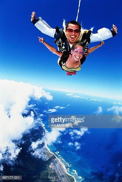 Man And Woman Tandem Skydiving Oahu Hawaii Usa Picture Id887177 001 411 612 Skydiving Adventure Paragliding