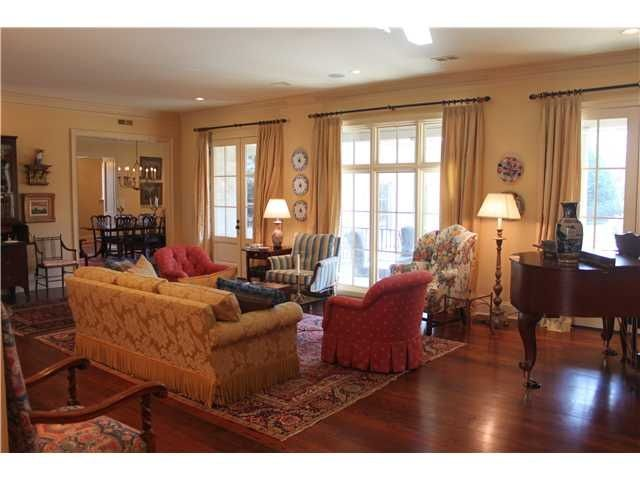 Southern Style Decorating Traditional Southern Decor Memphis Style Furniture And Decor Ideas Southern Home Decorating Southern Decor Southern Homes