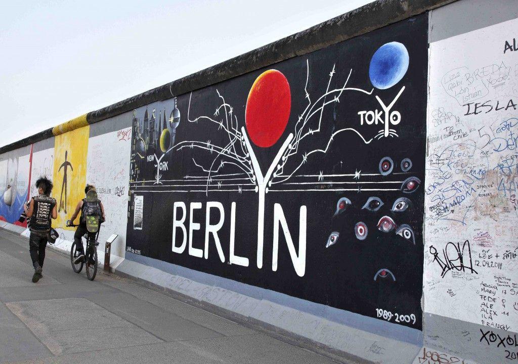 Graffiti Vs Street Art At Berlin S East Side Gallery Mur De Berlin Art De Rue Berlin