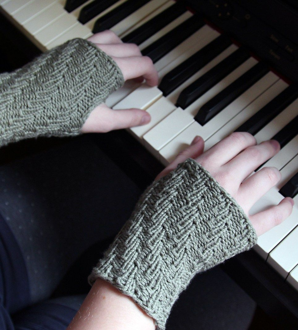 Free knitting pattern for easy spiral rib wristwarmers joelle free knitting pattern for easy spiral rib wristwarmers joelle hoversons easy fingerless mitts come in bankloansurffo Image collections