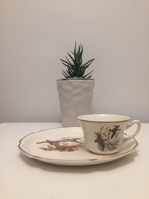 Crown Golden Dale Birds Series Orphan Plate And Orphan Teacup 22k Gold Edge In 2020 Tea Cups Vintage Porcelain Tea Sets Vintage