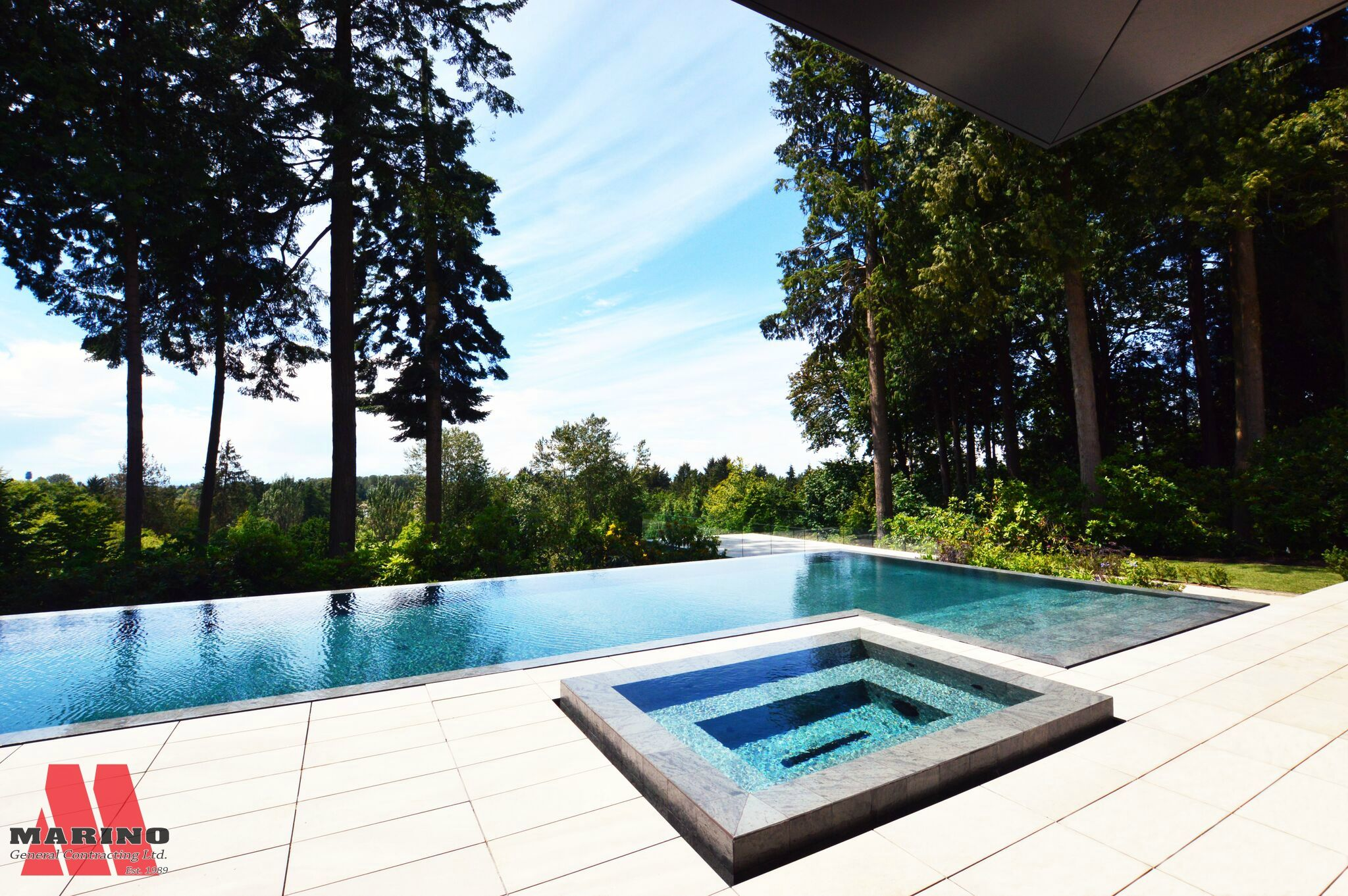 Pool And Jacuzzi Infinity Edge Pool And Jacuzzi Indoor Outdoor Living Pinterest