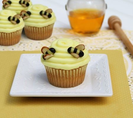 winnie the pooh cupcakes ideas   Winnie the Pooh Baby Shower cupcakes
