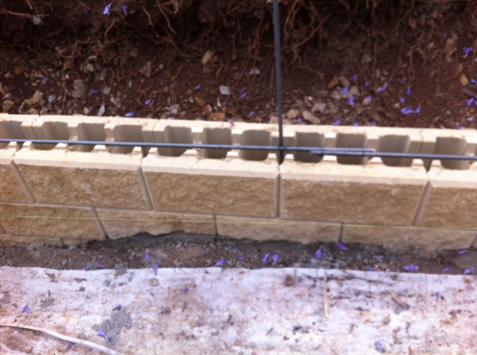 New Versawall Under Construction Burleigh Heads Wall Systems Retaining Wall Garden Wall