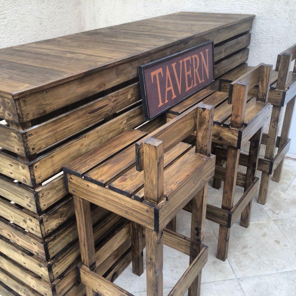 Bar con bancos reciclapalets produccion recicla palets for Bancos de bar de madera