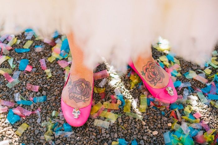 Colourful bridal shoes + 1950s themed wedding | I take you #weddingceremony #wedding