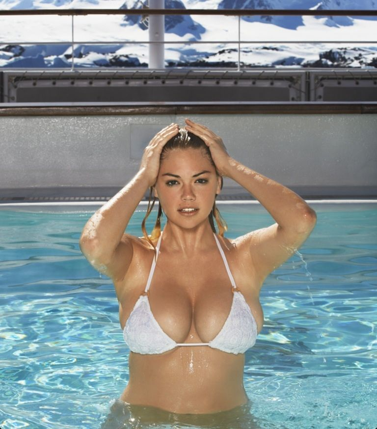 Si swimsuit girls breasts guys