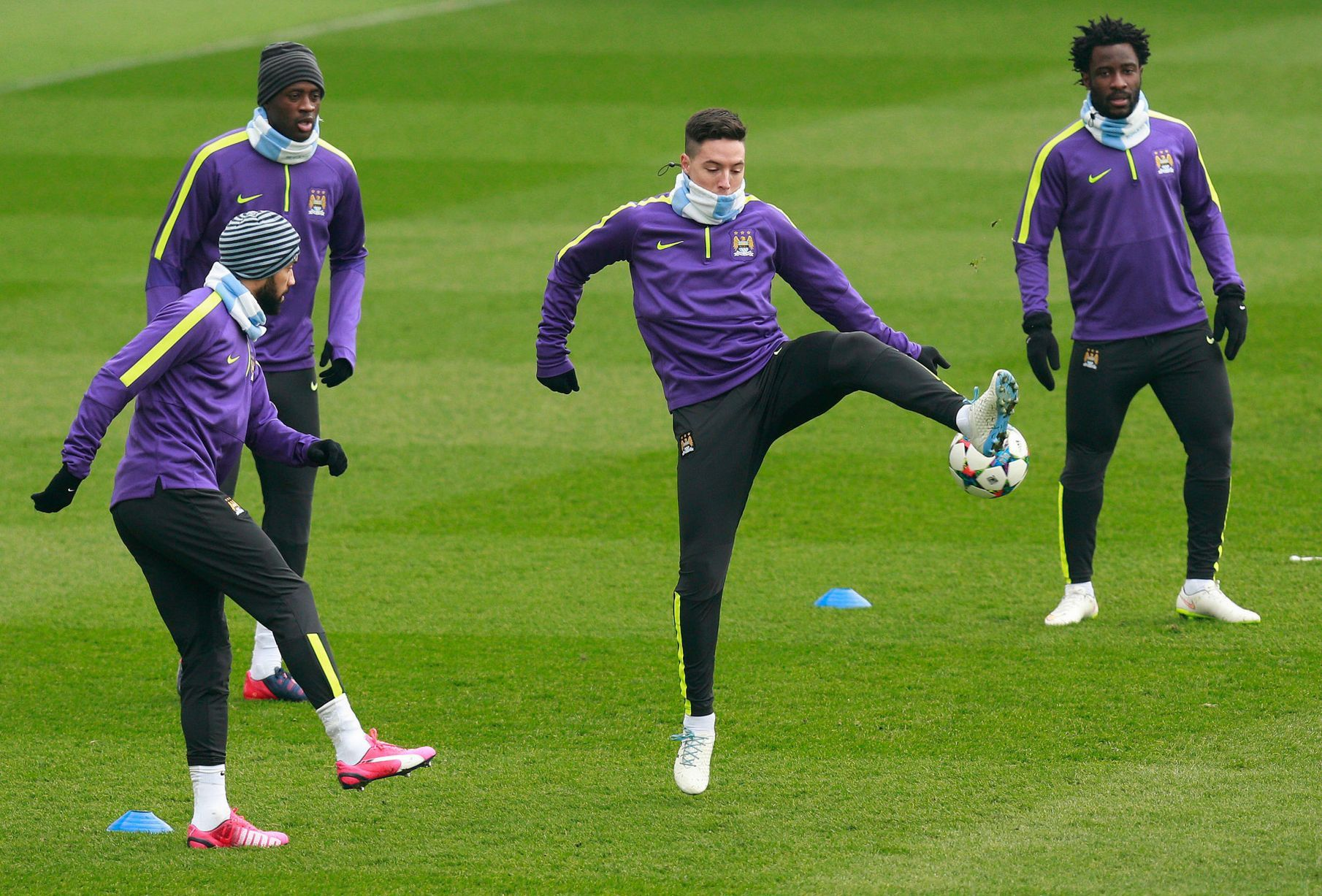 (De izquierda a derecha) del Manchester City Gael Clichy, Yaya Toure, Samir Nasri y Wilfried Bony
