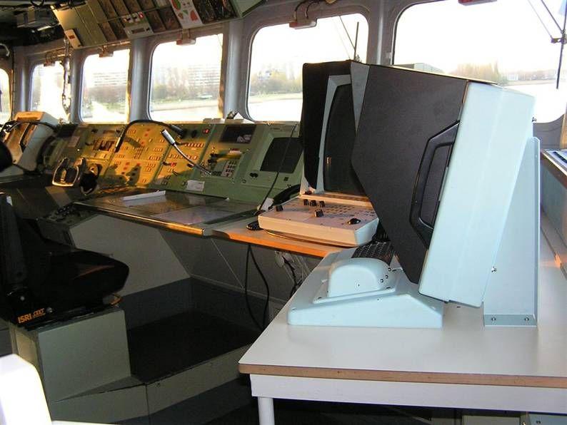 f 931 BNS Louise Marie fragata puente marina belga