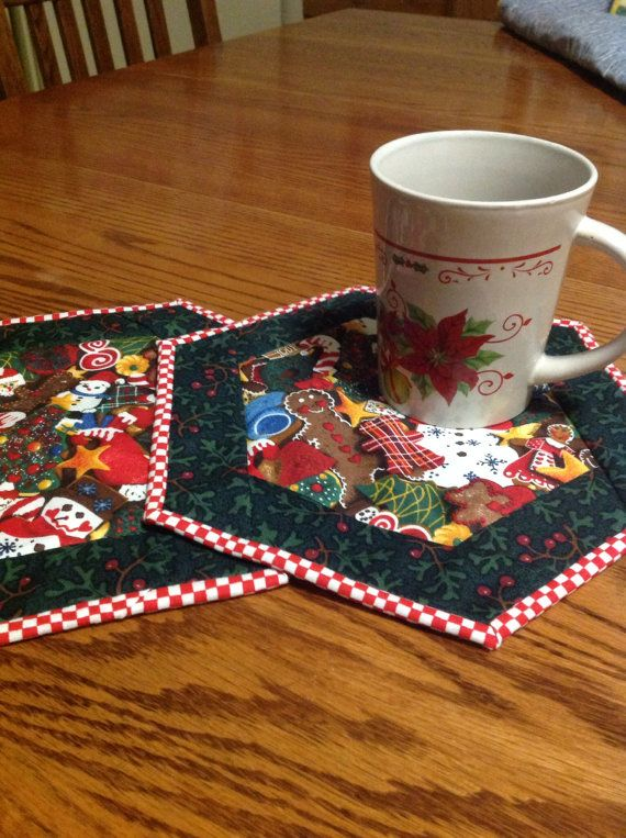 Quilted Mug Rugs Love The Hexi Shape And Checkered Border Rug Patterns