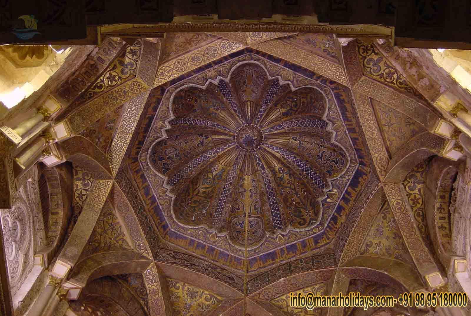 قبر تهاج محل هو جميل جدا سقف محل تهاج مصممة على أساس الليبي القرآنية Taj Mahal Interior Great Mosque Of Cordoba Taj Mahal