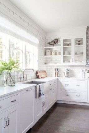 Stunning White Kitchen Cabinets Ideas 14