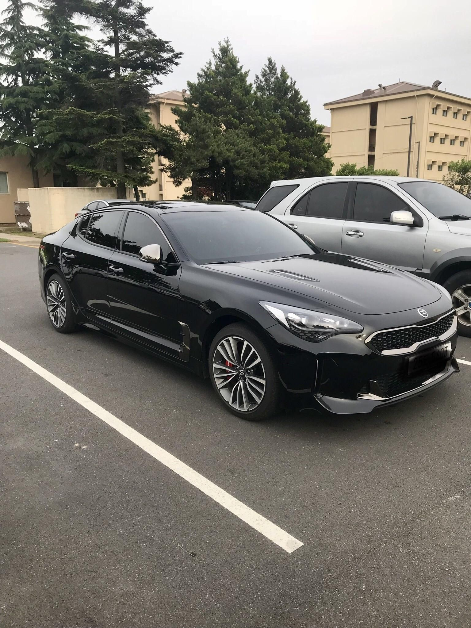 Saw A Kia Stinger In The Wild Black With Graphite Accents Clean Looking Car All Around Kia Stinger Sedan Cars Dream Cars