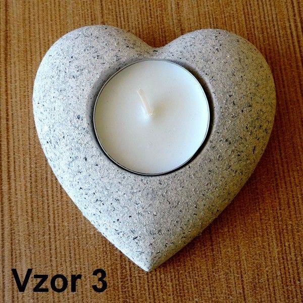 Oheň v srdci je od nepamäti symbolom vášne, nadšenia, spaľujúcej energie a vrúcneho citu. Veríme, že naše svietniky dokážu vo vašom domove vyčariť oboje.