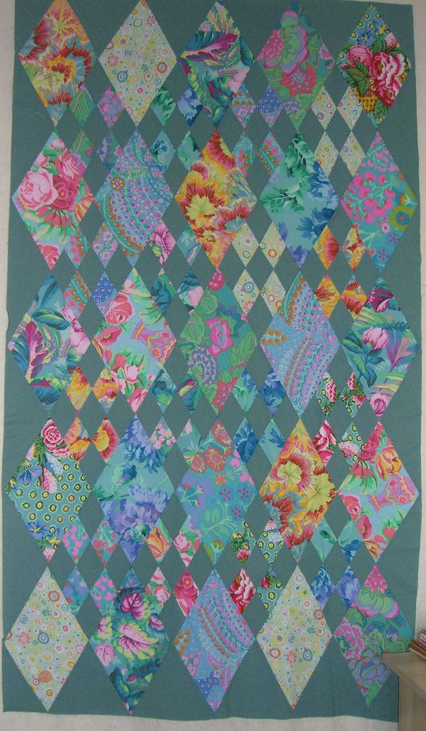 Love the blue-green and the diamond shapes.  (a lot!!!)  hmmmmm, check this tutorial out: http://myquiltgenie.blogspot.com/2012/06/diamond-nine-patch-quilt-part-1.html