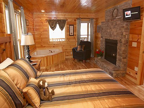 The Silver Fox 2 Bedroom 2 Bathroom Cabin Rental In Pigeon Forge Tennessee Pigeon Forge Cabins Cabin Cabin Rentals