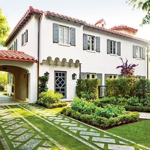 Southern Living On Instagram Fully Functional And Also Beautiful This Florida Driveway Creates Spanish Style Homes Spanish Revival Home Mediterranean Homes