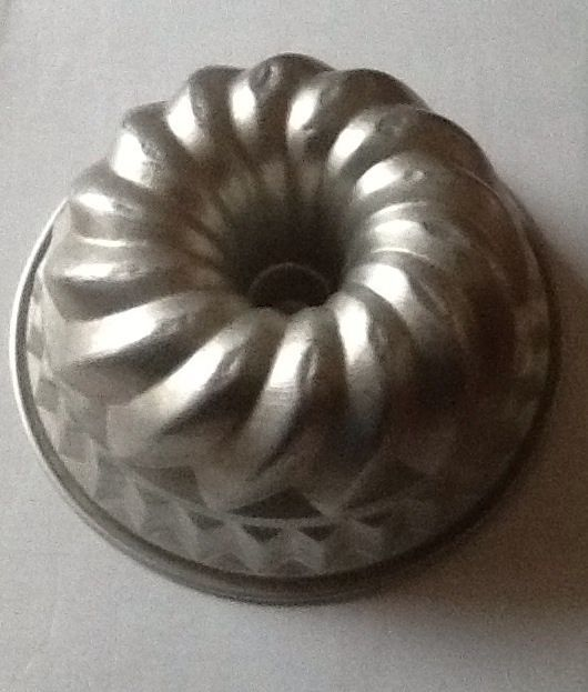 "VIntage ALuminum 9"" KUGELHopf cake / bundt pan  Made in Italy"