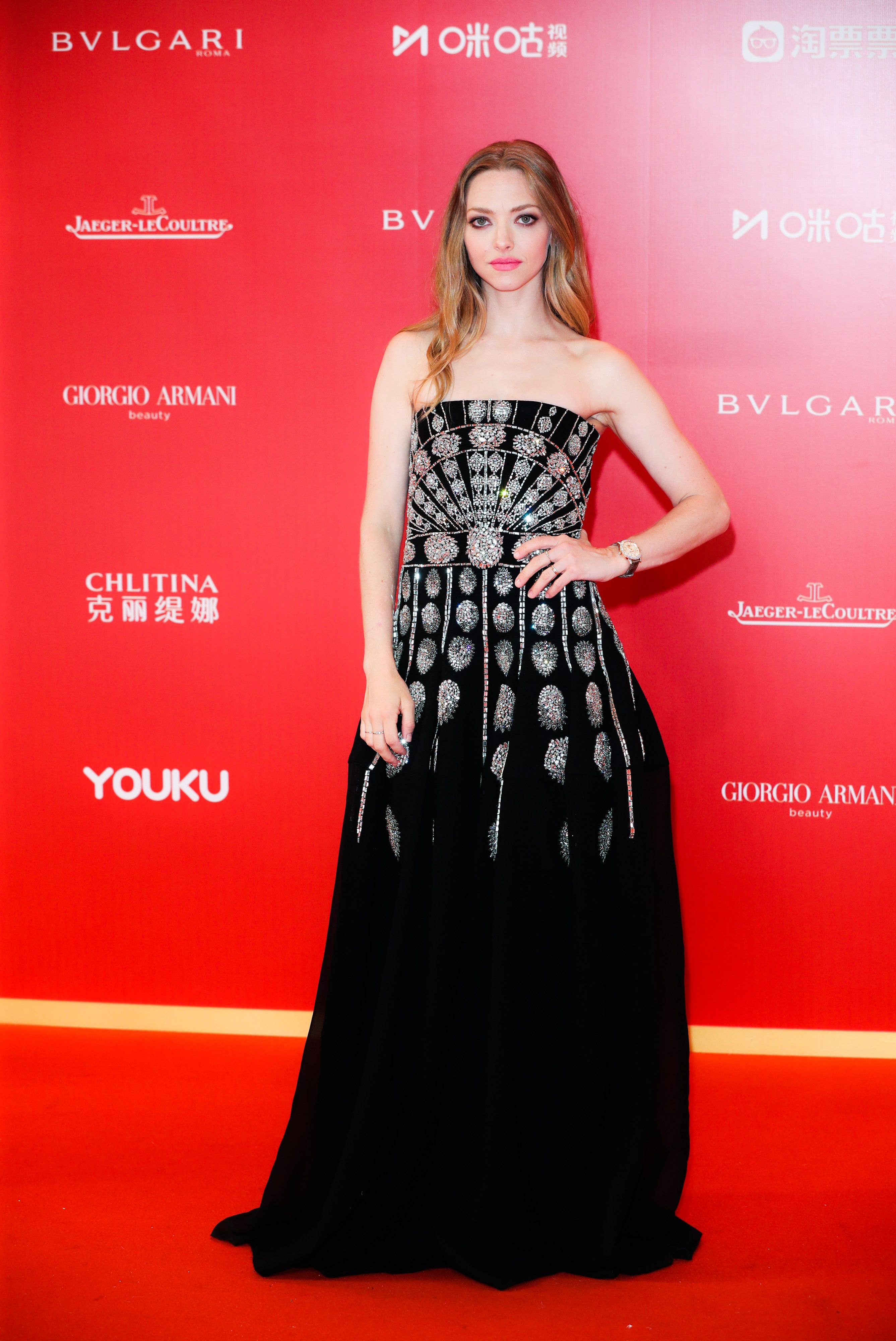 Amanda Page Sexy Movie amanda seyfried makes a return to the red carpet for the