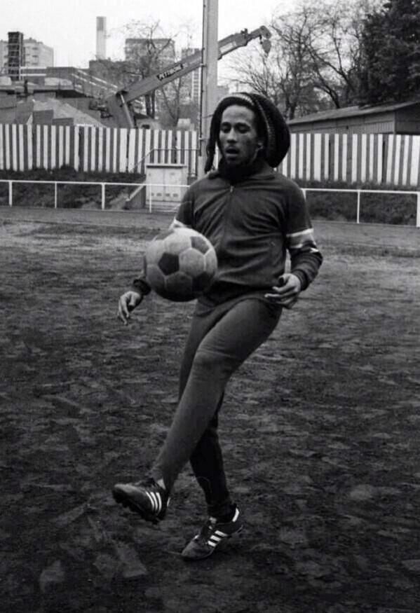 Mundial Rusia 2018 On Random Futbol Jugar Futbol Bob Marley