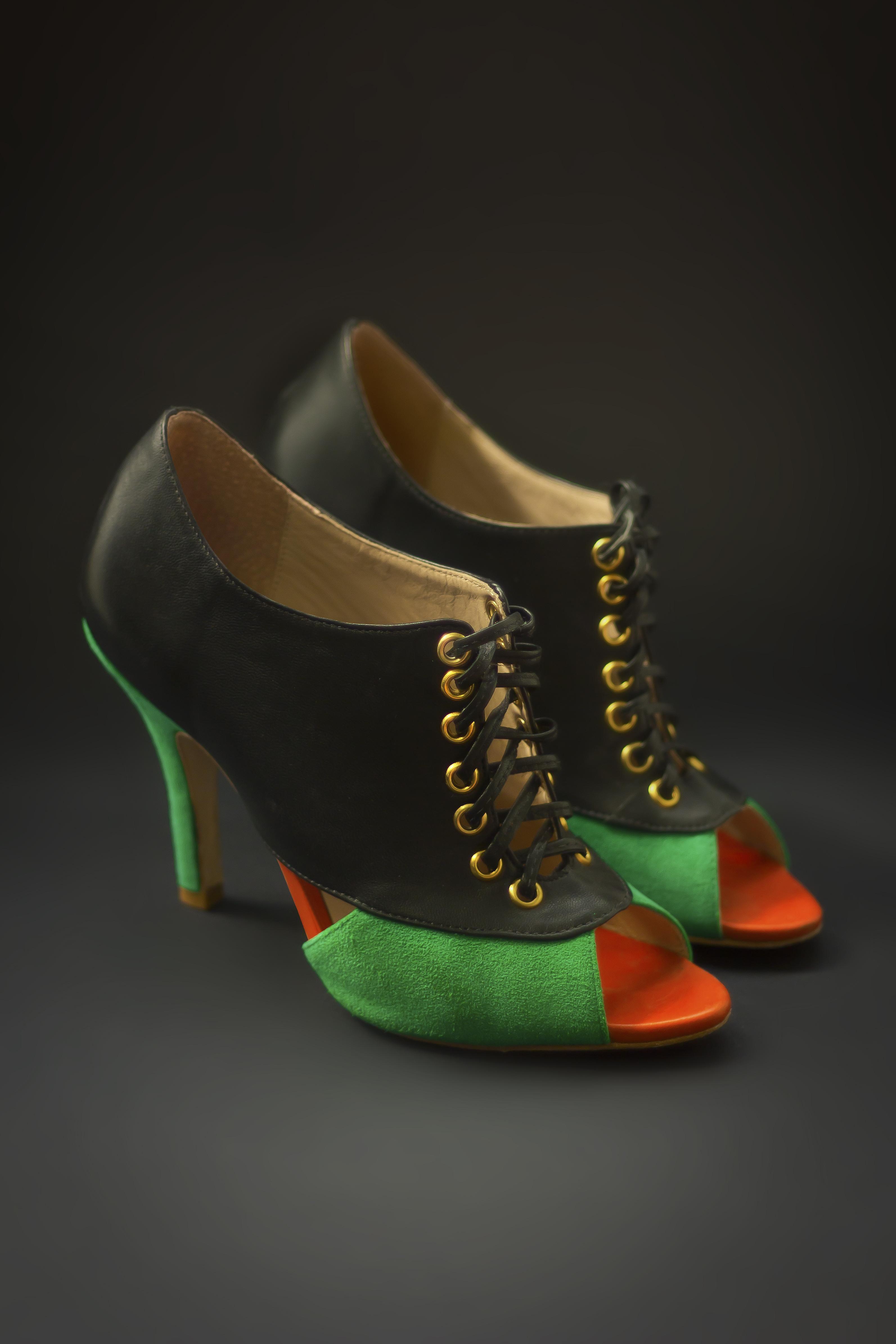 Boot com peep toe, cadarço e mix de texturas: Vionee da cliente Fê Rebelo.