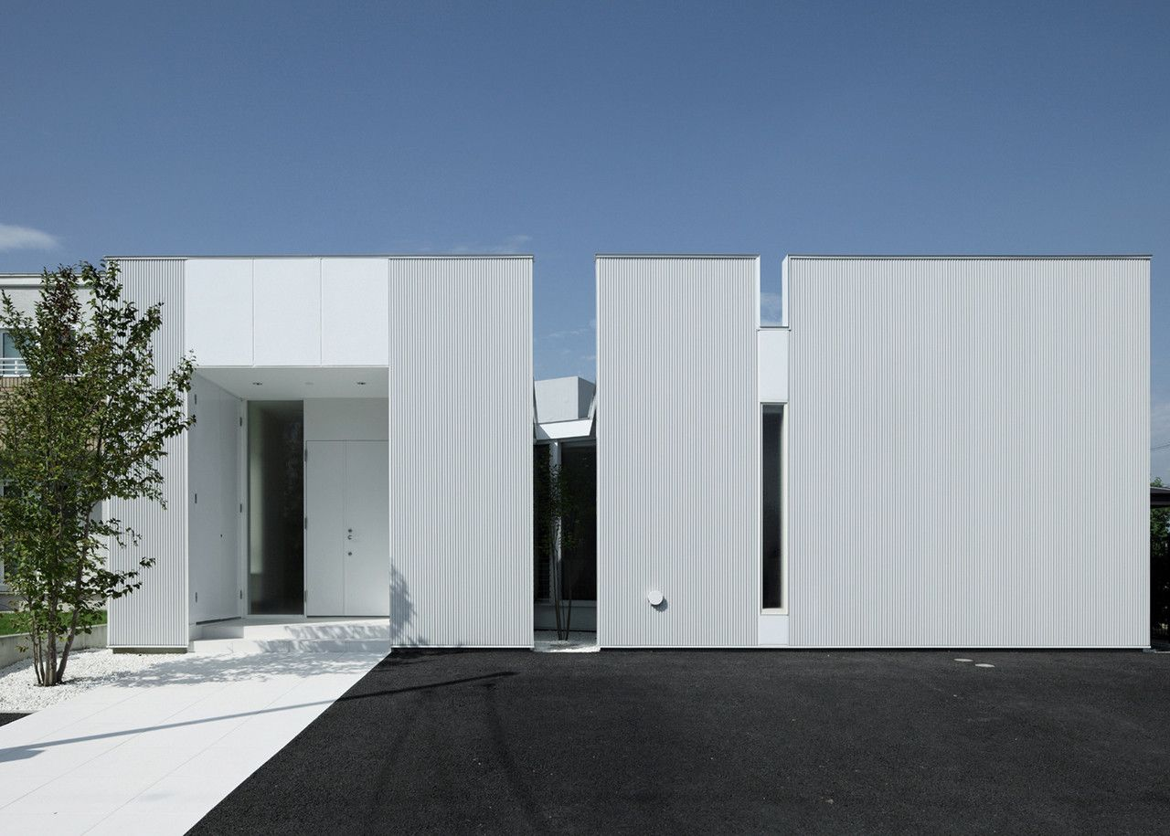 Image 1 Of 13 From Gallery Of Diamond House / Masao Yahagi Architects.  Photograph By Koichi Torimura