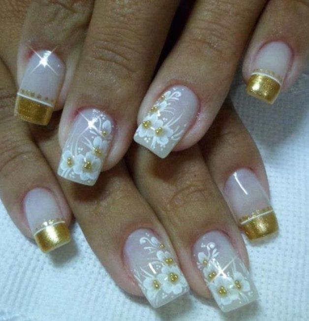 Uñas Frances Dorado Y Flores Blancas Decoracion De Uñas