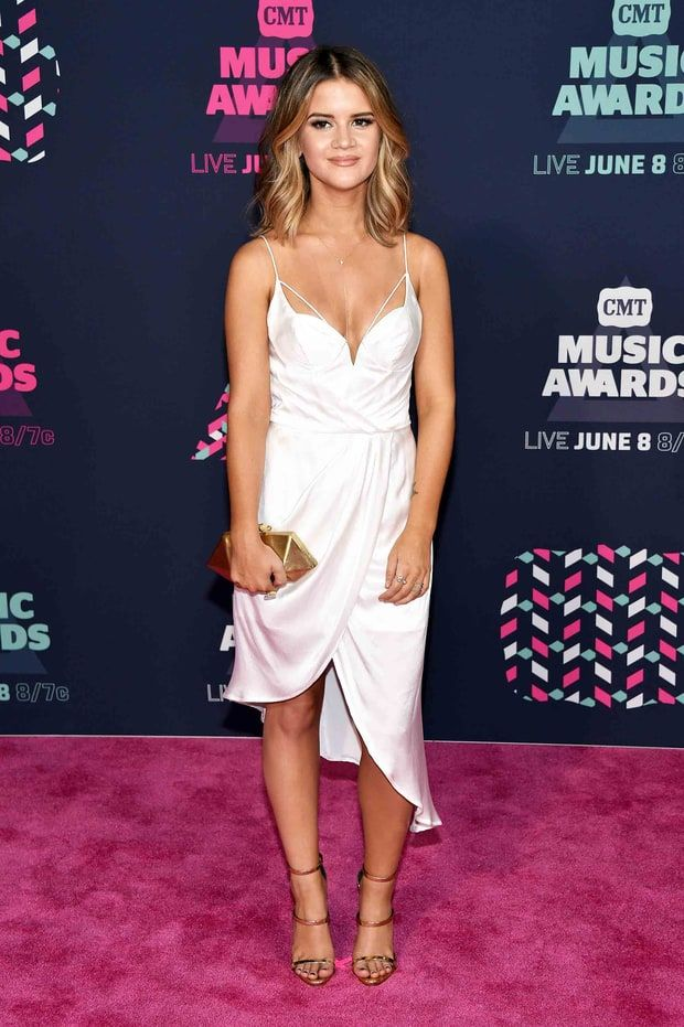 Must See Red Carpet Styles From The Cmt Music Awards Cmt Music Cmt Music Awards Hottest Female Celebrities