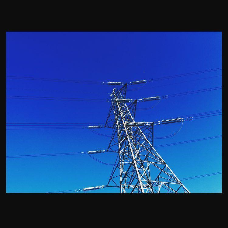 TGIF  #py_lon #pylon #pylons #electricity #thisislondon #tgif #archilovers #skylovers #potd #friday #transmissiontower #steeltower #architecture #design #royalsnappingartists by py_lon