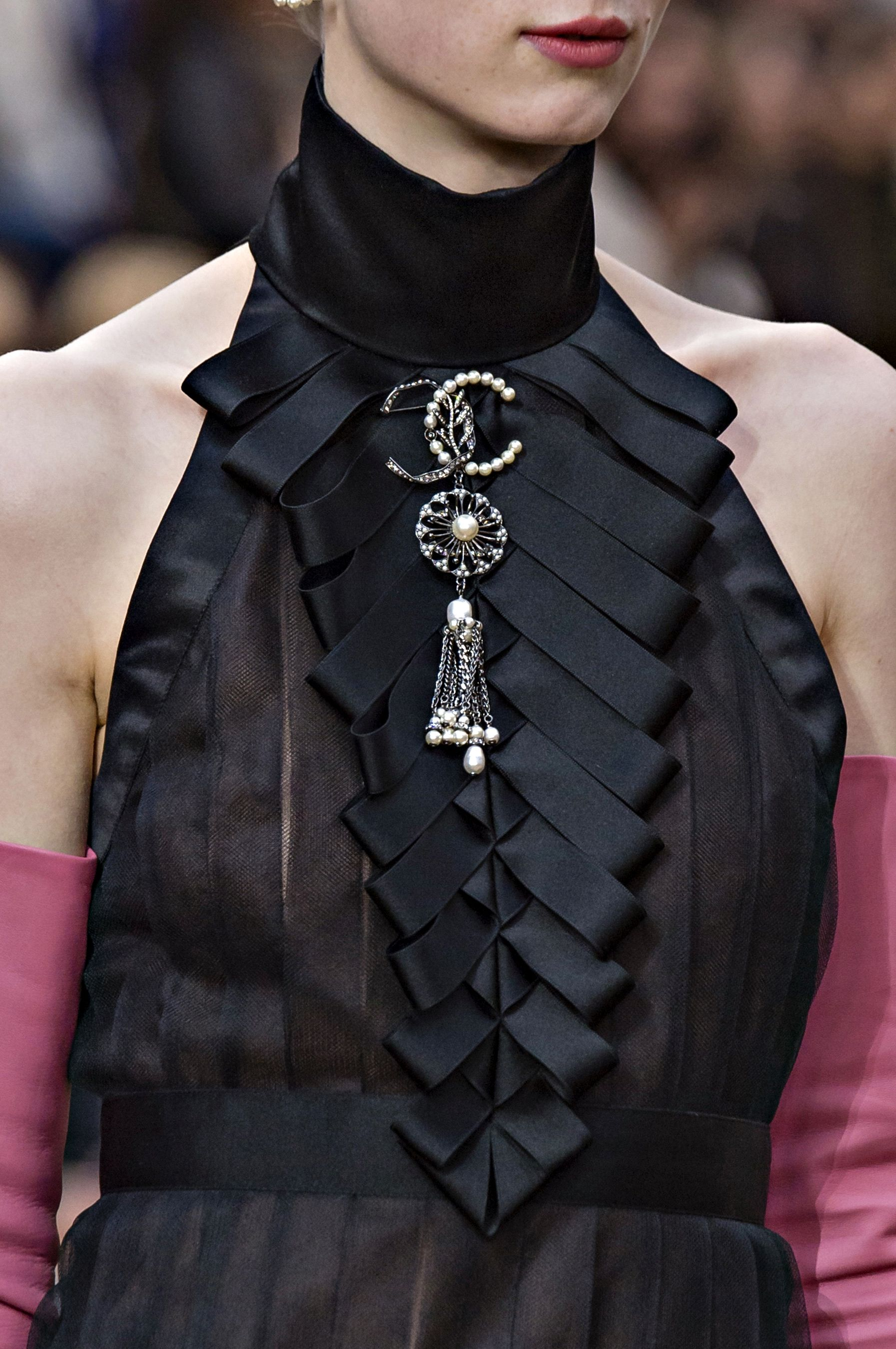 Chanel Fall Winter 2018 2019 Detail Coco Chanel In 2019 Fashion