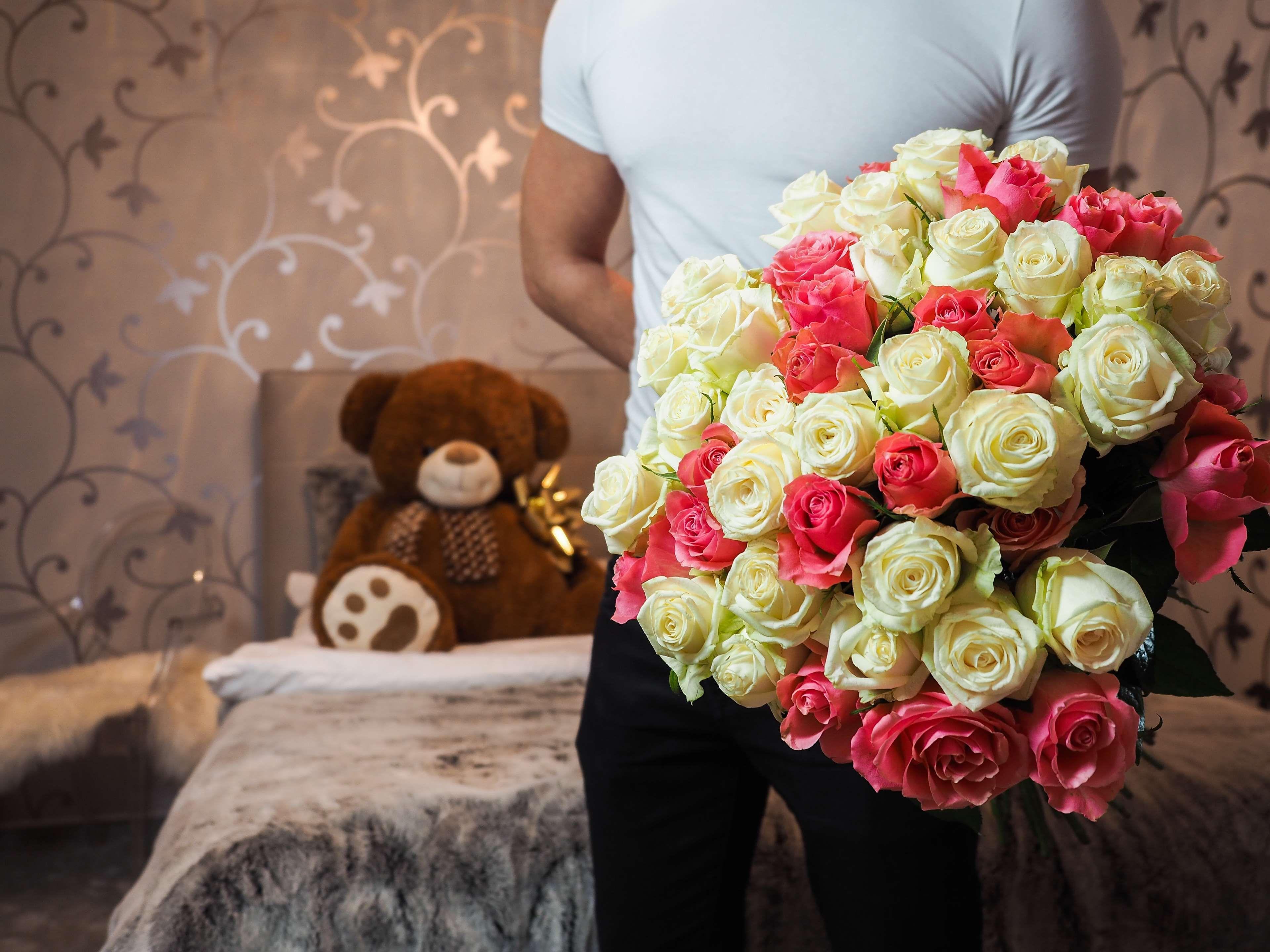 Поздравление, картинка подарок девушке цветы