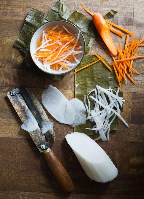 Vietnamese pickles carrots and daikon radish recipe (Do Chua)